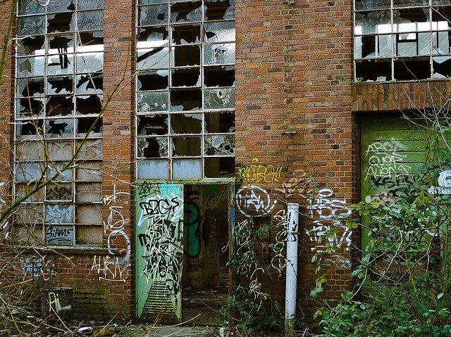 zrujnowana fabryka